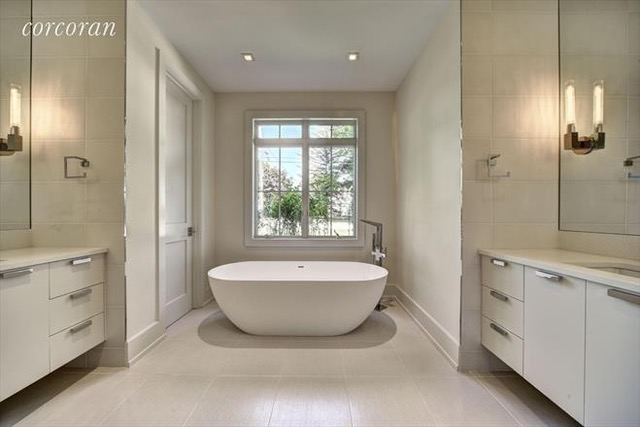 badeloft bathtub in modern bathroom